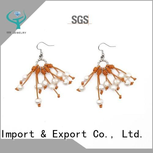 Latest Fashionable Design of Pearl Handmade Earrings