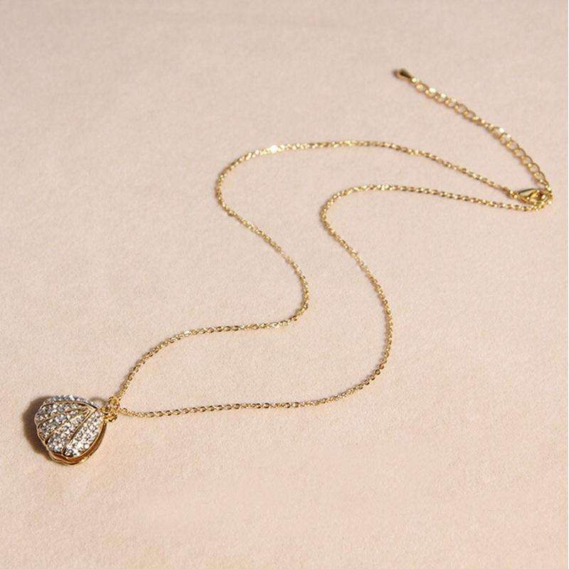 Gold Planted Pearl Rhinestone Shell Pendant Short Necklace
